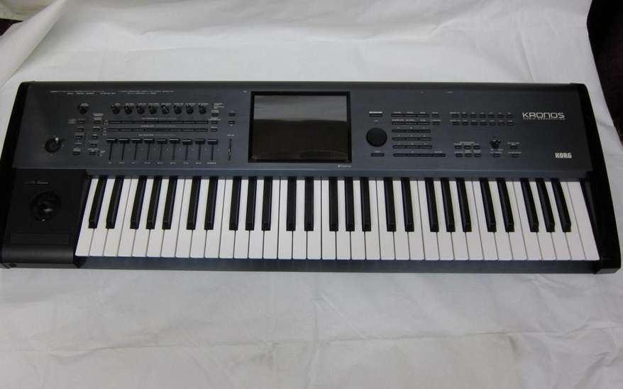 Korg Kronos-61 Synthesizer